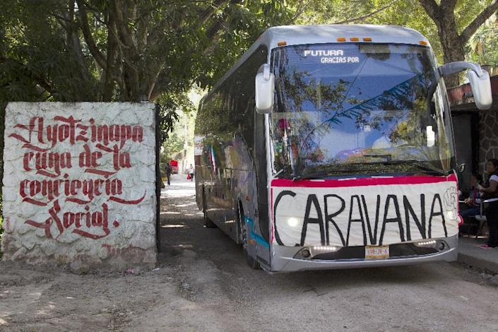 A bus with students and relatives of the missing students leaves Ayotzinapa, Guerrero State on November 13, 2014 (AFP Photo/Hector Guerrero)