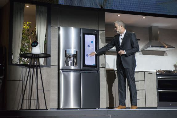 Robot fails to respond at LG's CES unveil event