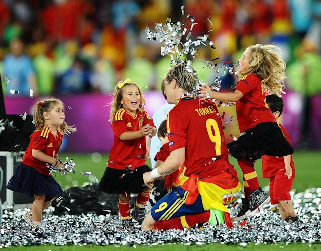 KIEV, UKRAINE - JULY 01: The players' children play in the confetti with Fernando Torres during the UEFA EURO 2012 final match between Spain and Italy at the Olympic Stadium on July 1, 2012 in Kiev, Ukraine. (Photo by Laurence Griffiths/Getty Images)
