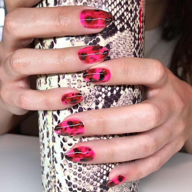 """<p>Tortoiseshell nails are one of our favorite beauty trends—so why not try it in pink for V-Day?</p><p><a href=""""https://www.instagram.com/p/BtZ9oWtgcRI/"""" rel=""""nofollow noopener"""" target=""""_blank"""" data-ylk=""""slk:See the original post on Instagram"""" class=""""link rapid-noclick-resp"""">See the original post on Instagram</a></p>"""