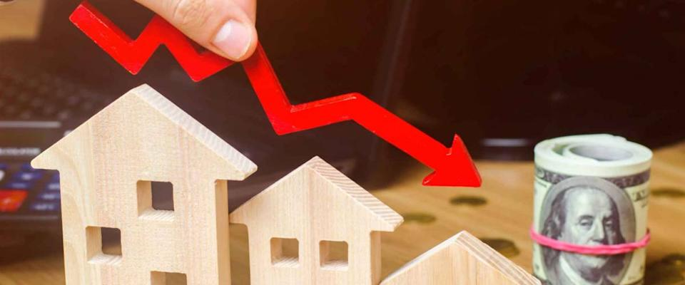 <cite>Andrii Yalanskyi / Shutterstock</cite><br>Rates are falling quickly to 3% and beyond.