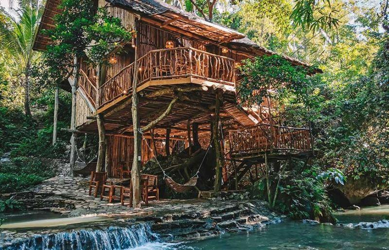 A beautiful tree house away from it all