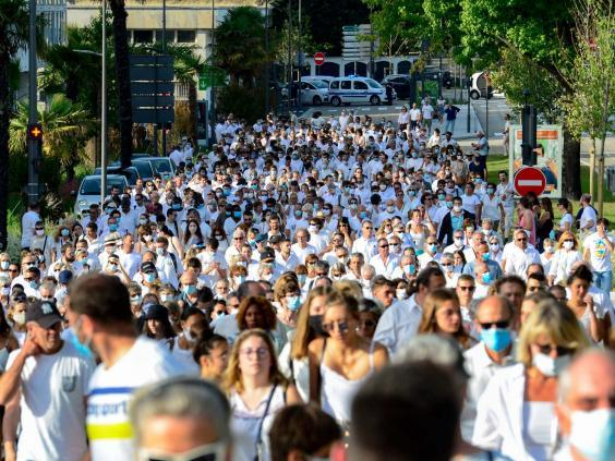 Thousands of people participate in a march as a tribute to French bus driver Philippe Monguillot in Bayonne, southwestern France, 8 July 2020. (Caroline Blumberg/EPA)