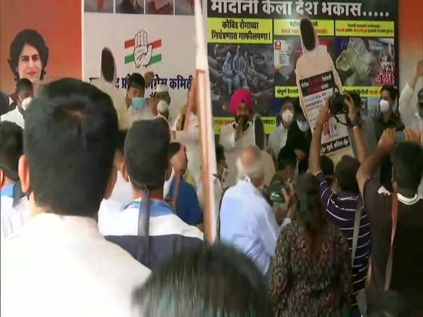 Protest by Congress workers in Mumbai (Photo/ANI)
