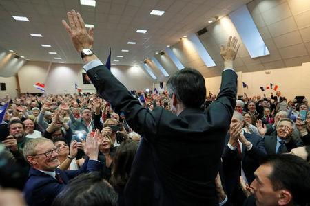 Francois Fillon, former French prime minister, member of the Republicans political party and 2017 presidential election candidate of the French centre-right, waves at supporters as he arrives at a campaign rally in Pertuis, France, March 15, 2017.  REUTERS/Charles Platiau