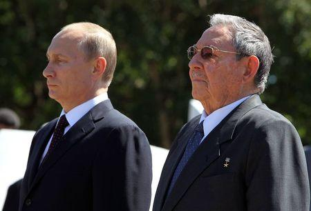 Russian President Putin and Cuba's President Castro attend a wreath-laying ceremony in Havana