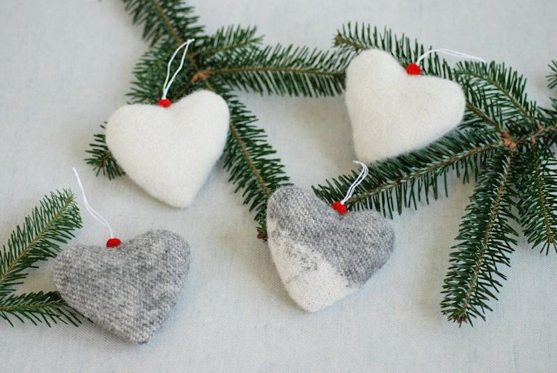 "<a href=""https://fave.co/2L0gS80"" target=""_blank"" rel=""noopener noreferrer"">Christmas Tree Wool Hearts, Linen Forest On Etsy,</a> &pound;14.29&nbsp; (Photo: LinenForest / Etsy)"