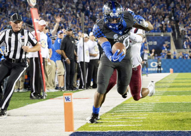 Kentucky running back Asim Rose (10) scores a touchdown during the first half of an NCAA college football game against South Carolina in Lexington, Ky., Saturday, Sept. 29, 2018. (AP Photo/Bryan Woolston)