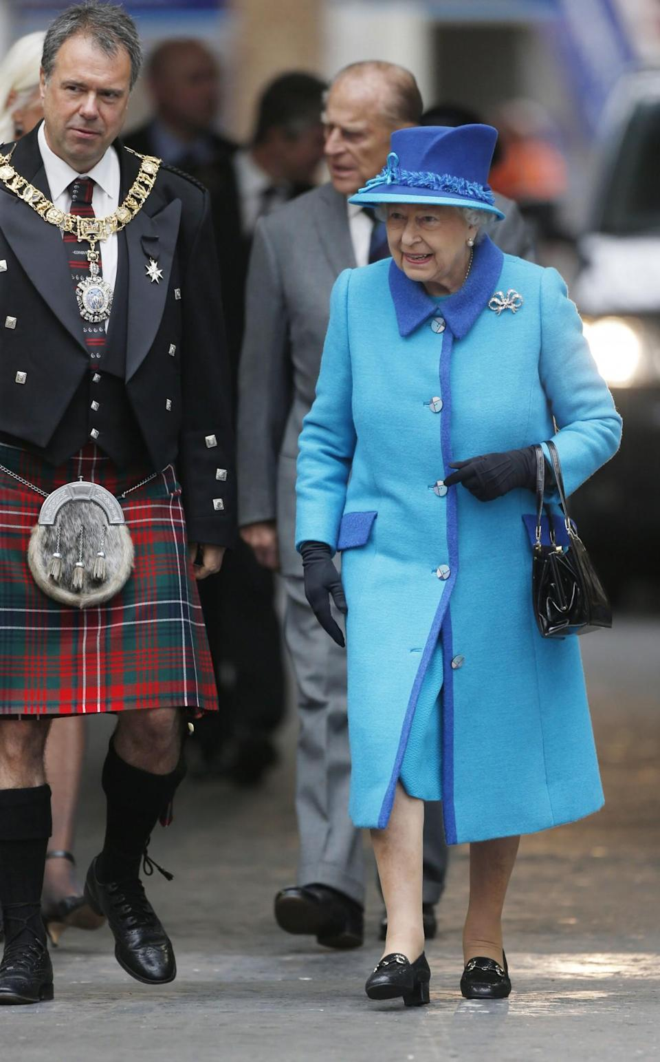 <p>The Queen wore contrasting shades of blue while in Edinburgh.<br><i>[Photo: PA]</i> </p>