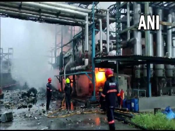 Fire breaks out at Jakharia Fabric Ltd (Photo/ANI)
