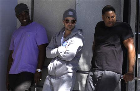 Pop singer Justin Bieber's father Jeremy Bieber (C) waits for his son's release from the Turner Guilford Knight Correctional Center in Miami, Florida January 23, 2014. REUTERS/Javier Galeano