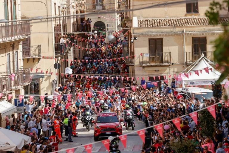 Italy smiles again as Ulissi wins Giro second stage