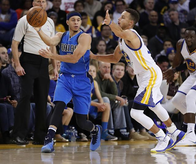 Stephen Curry guards Seth Curry in a December game. (Nick DePaula/The Vertical)