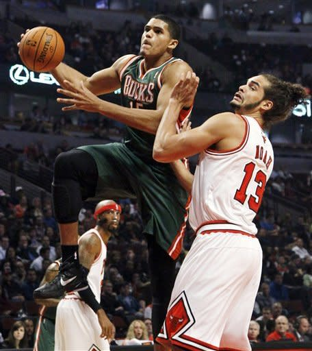 Robinson, Hamilton lead Bulls past Bucks, 100-94