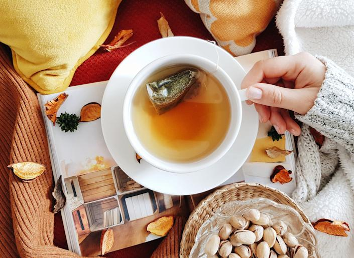 Drinking peppermint tea after the meal can help ease digestion. (Photo: Marko Klaric / EyeEm via Getty Images)