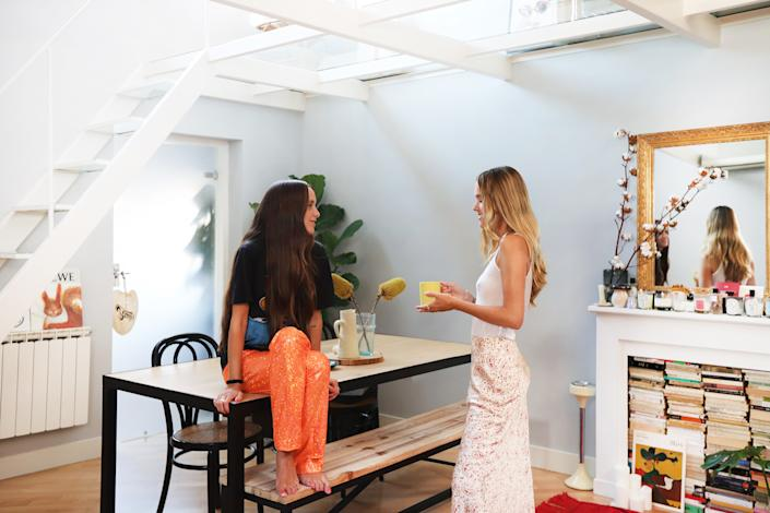 As they hang by their dining table, there's an aura of effortlessness that makes these cool girls ones to watch.