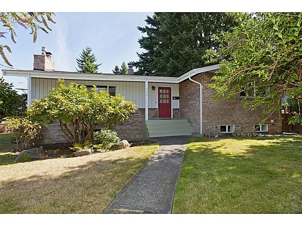 "Seattle, WA 9254 Wallingford Ave N, Seattle WA For sale: $549,000  This Seattle ranch-style home has 2,820 square feet of living space all on one level. Built in 1960, the 4-bed, 3-bath home has original architecture blended with ""thoughtful"" updates."