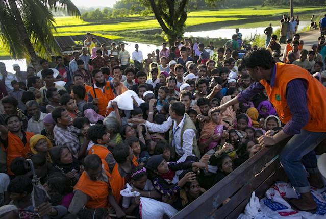 Recently arrived Rohingya refugees wait to receive aid donations in Bangladesh. (Photo: Allison Joyce/Getty Images)