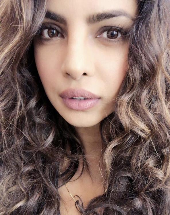 Beauty Goals Priyanka Chopra Aces The Curly Hair Look In This Pic