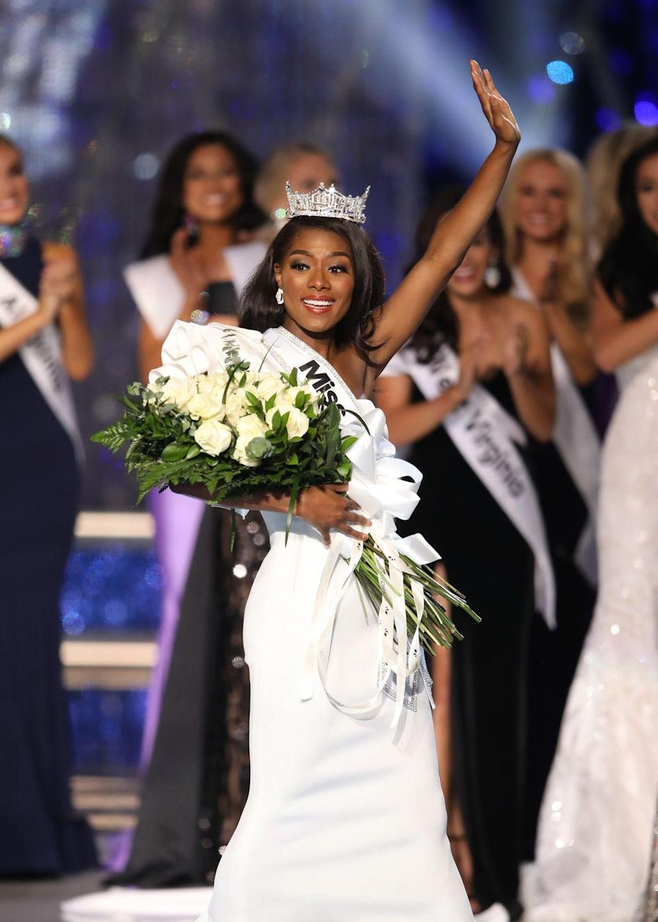 <p>Nia Franklin from North Carolina looked radiant as she started her reign as Miss America in a white one-shoulder evening gown.</p>