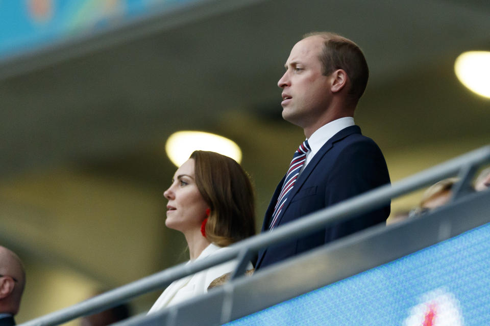 LONDON, ENGLAND - JULY 11: (BILD ZEITUNG OUT) . Catherine Duchess of Cambridge and Prinz William Duke of Cambridge prior to the UEFA Euro 2020 Championship Final between Italy and England at Wembley Stadium on July 11, 2021 in London, United Kingdom. (Photo by Matteo Ciambelli/DeFodi Images via Getty Images)