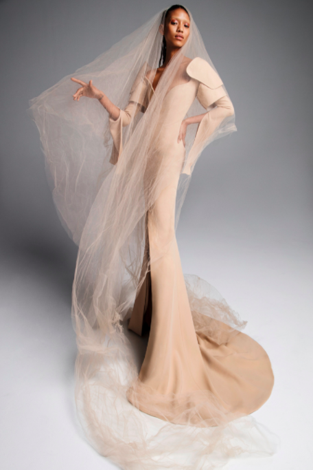<p>The model is elongated by a trailing veil, high shoulders and a pooling hem. <i>(Image: Inez & Vinoodh/Courtesy Vera Wang)</i> </p>