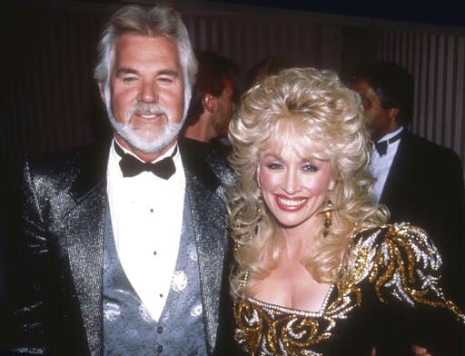 Kenny Rogers Mourned By Dolly Parton Country Music Stars And Hollywood