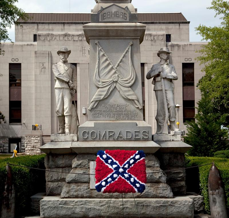 AConfederate memorial, with an added Confederate flag made out of flowers, is shown in Jasper, Alabama, in 2010. (Photo: Buyenlarge via Getty Images)