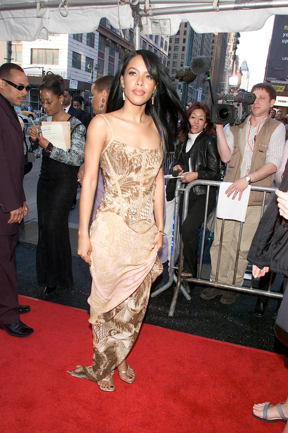 """<h1 class=""""title"""">Essence Awards 2001 - Aaliyah</h1><cite class=""""credit"""">Evan Agostini/ImageDirect via Getty</cite>"""