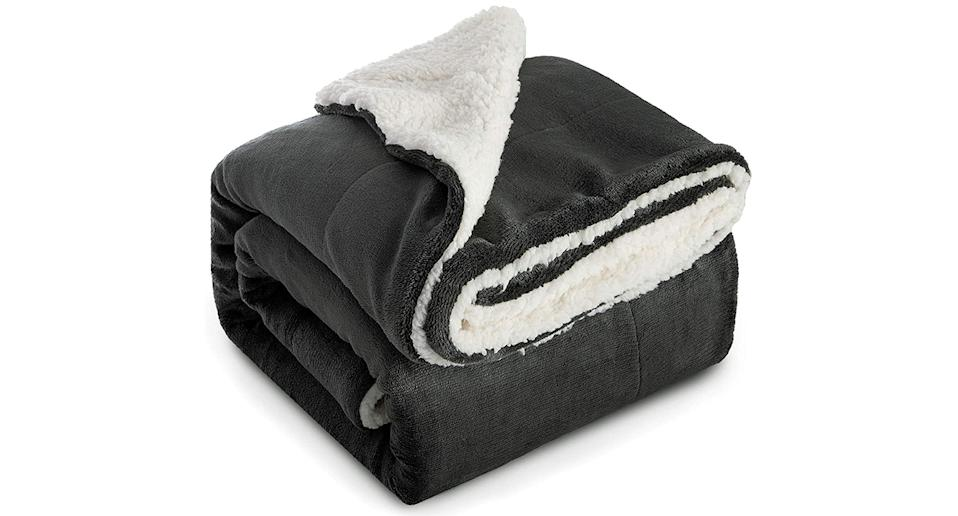 Bedsure Sherpa Throw Bed Blanket