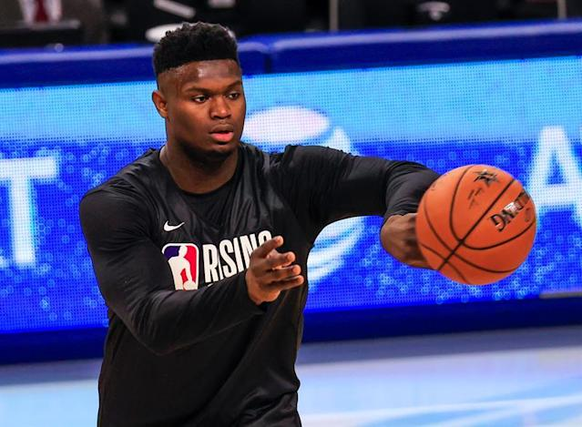 Rising Stars forward Zion Williamson, of the US and from the New Orleans Pelicans, passes the ball during the NBA All Star 2020 Rising Stars practice, at Wintrust Arena in Chicago (Illinois, USA) EFE/Tannen Maury