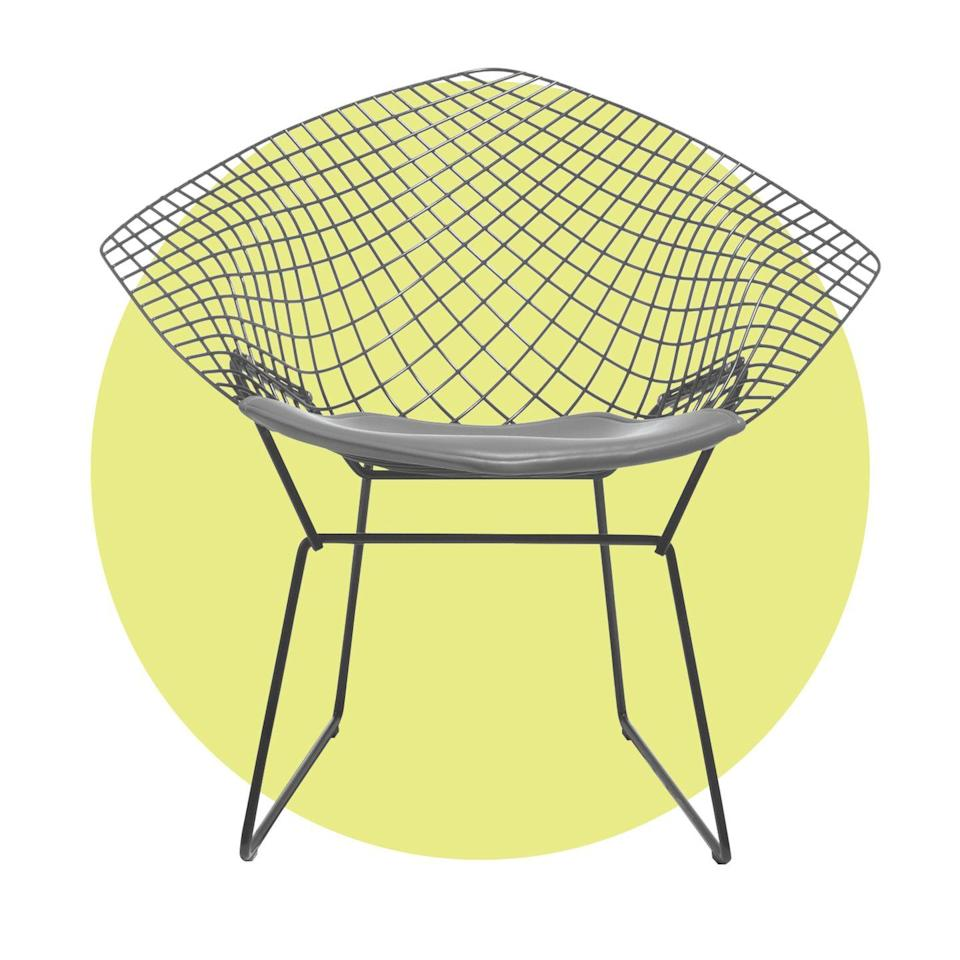 <p><em>Harry Bertoia for Knoll, 1952</em></p><p>The famous sculptor used an industrial material—stainless steel—to create an ergonomically molded frame.</p>