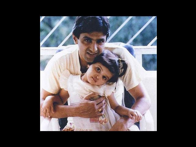 15. With father Prakash Padukone, here is Deepika Padukone as a pony-tailed kid. Born on 5th January, 1986 in Copenhagen and after shifting to India, attended Sophia High School in Bangalore.