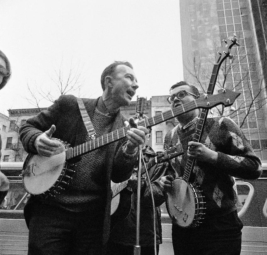 File-This May 13, 1975, file photo shows folk singer Pete Seeger, left, performing at the Rally for Détente at Carnegie Hall in New York. The American troubadour, folk singer and activist Seeger died Monday Jan. 27, 2014, at age 94. (AP Photo/Richard Drew, File)