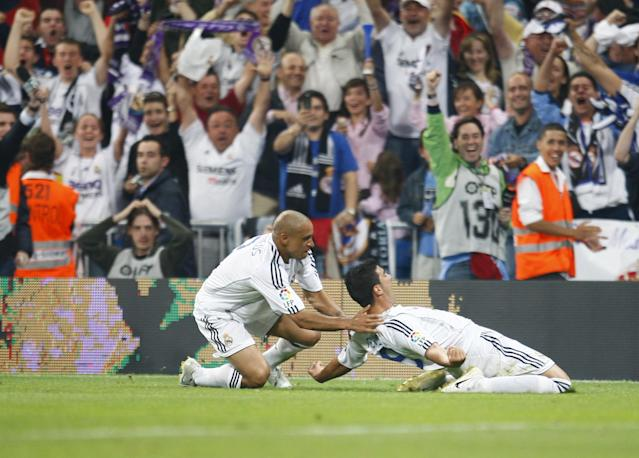 Roberto Carlos (left) celebrates with Reyes during the Spanish Liga match between Real Madrid and Mallorca (Photo by Liewig Christian/Corbis via Getty Images)