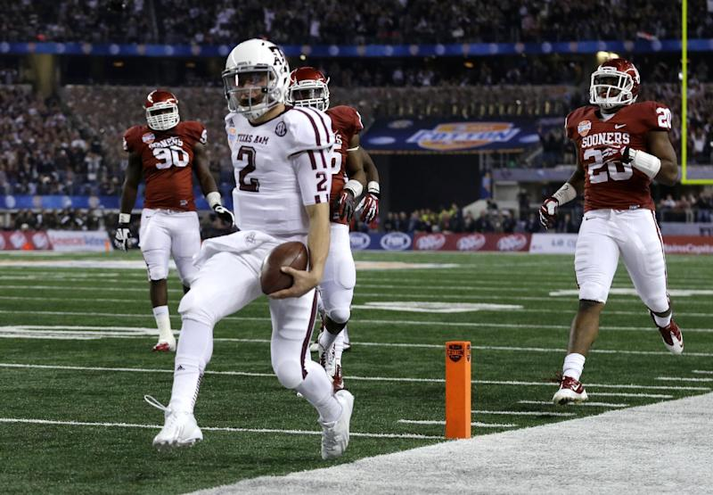 Texas A&M's Johnny Manziel (2) reaches the end zone for a touchdown as Oklahoma's Frank Shannon (20) and others give chase in the first half of the Cotton Bowl NCAA college football game Friday, Jan. 4, 2013, in Arlington, Texas. (AP Photo/LM Otero)