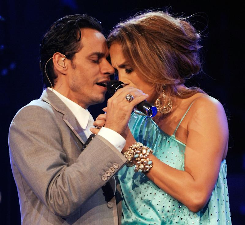 "LOS ANGELES, CA - OCTOBER 19: Singer Marc Anthony and Singer Jennifer Lopez performperforms at the Staples Center during the ""En Concierto"" tour on October 19, 2007 in Los Angeles, California. (Photo by Kevin Mazur/WireImage)"