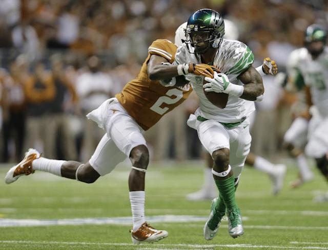Oregon's Josh Huff, right, is chased by Texas' Mykkele Thompson (2) the Valero Alamo Bowl NCAA college football game, Monday, Dec. 30, 2013, in San Antonio. (AP Photo/Eric Gay)