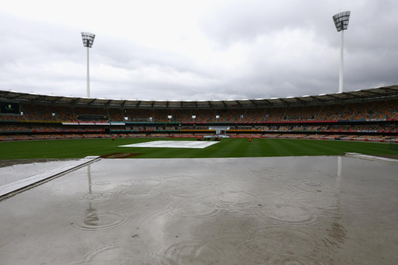 BRISBANE, AUSTRALIA - NOVEMBER 10:  A general view is seen of the Gabba as rain delays the start of play on day two of the First Test match between Australia and South Africa at The Gabba on November 10, 2012 in Brisbane, Australia.  (Photo by Mark Kolbe/Getty Images)
