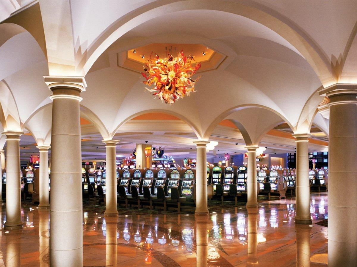 Nov 14, · Atlantic City's top casino is laying off or cutting the hours of workers in what it says is a direct reaction to strict new indoor dining limits imposed by Gov.Phil Murphy.The Borgata sent a.