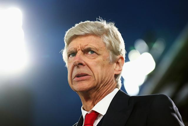 <p>Arsenal manager Arsene Wenger looks on worried after Palace take the lead</p>