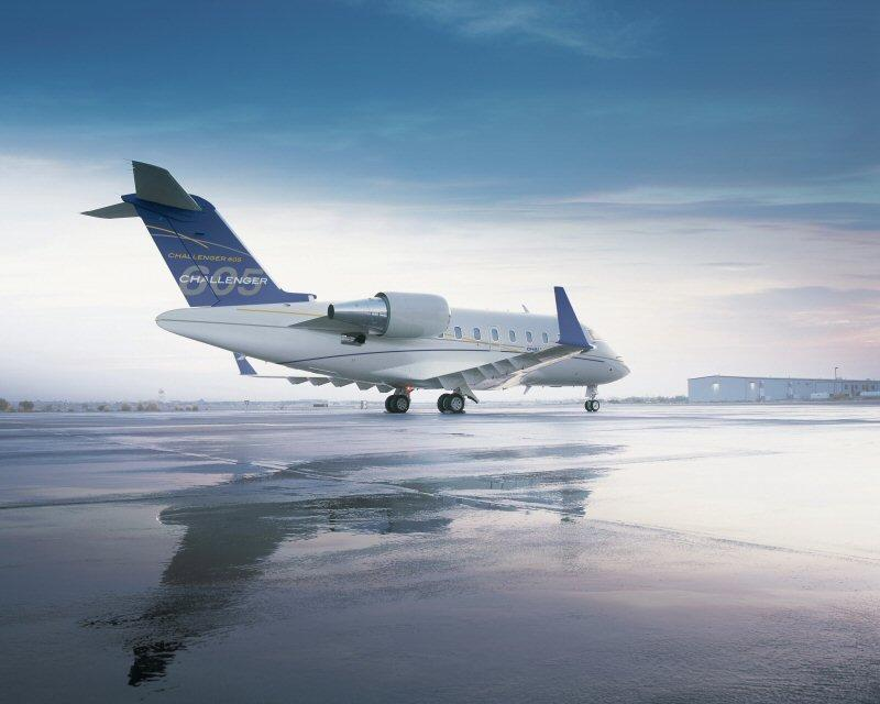 Challenger 605 sur le tarmacClick here for high-resolution version