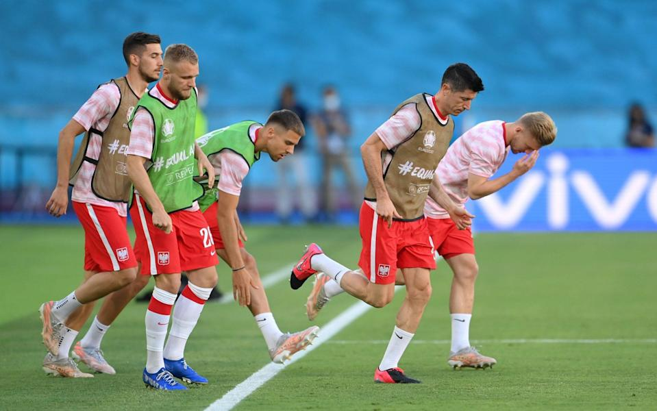 Lewandowski leads his teammates in their first warm-up exercise - GETTY IMAGES