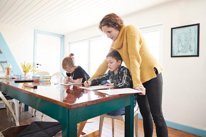 For many families, back-to-school-season means struggling to juggle different remote learning schedules for different kids. (Photo: Klaus Vedfelt via Getty Images)