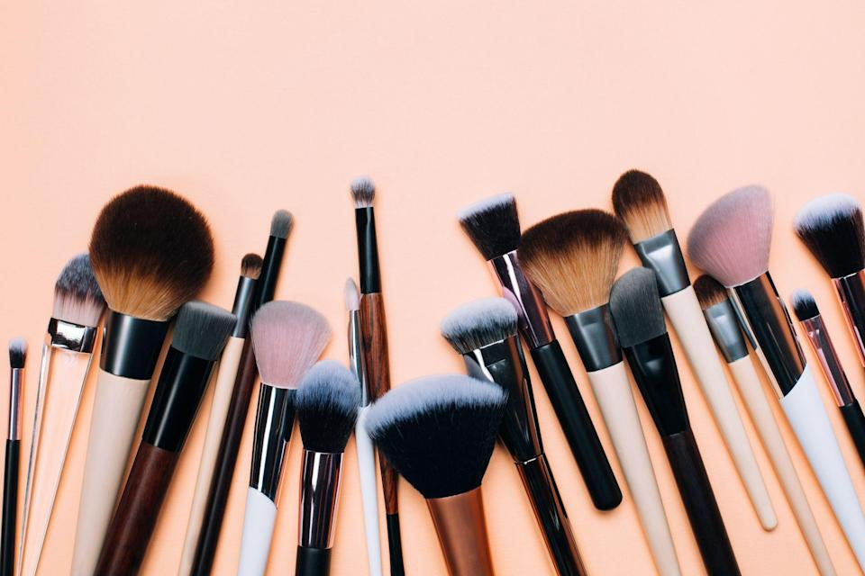 """<p>A makeup brush set <a href=""""https://www.prevention.com/beauty/g37678990/best-nail-polish-gift-sets/"""" rel=""""nofollow noopener"""" target=""""_blank"""" data-ylk=""""slk:makes a great gift"""" class=""""link rapid-noclick-resp"""">makes a great gift</a> (even if it's for yourself), but they're not all created equal. Too often, shoppers fall into the trap of picking the first one on the shelf and end up with low-quality tools that quickly fall apart or worse, a bunch of brushes they never use. That's why it's important to <em>brush </em>up on the available options so you can get the best bang for your buck. And lucky for you, we've tapped in some professional makeup artists for some expert advice.<br></p><h2 class=""""body-h2""""><strong>How to shop for a makeup brush set </strong></h2><p>""""A brush set is important for anyone who wears makeup, no matter what level you're on,"""" says celebrity makeup artist <a href=""""https://www.instagram.com/alexisoakley/?hl=en"""" rel=""""nofollow noopener"""" target=""""_blank"""" data-ylk=""""slk:Alexis Oakley"""" class=""""link rapid-noclick-resp"""">Alexis Oakley</a>. """"You don't need a surplus of brushes, even just three to five will do the trick."""" Here are some other tips to keep in mind when selecting a kit: </p><p><strong>✔️ Consider quality. </strong>""""Pay attention to how they feel on the skin. The brushes should be soft and gentle, not scratchy,"""" Oakley explains. """"The better the quality the longer they will last."""" </p><p><strong>✔️ Check the bristles. </strong>Most brushes on the market are made from synthetic hair, which many folks love. But celebrity makeup artist <a href=""""https://www.artistrybyjay.com/"""" rel=""""nofollow noopener"""" target=""""_blank"""" data-ylk=""""slk:Jay Alarcon"""" class=""""link rapid-noclick-resp"""">Jay Alarcon</a> prefers natural-haired brushes, often made of goat hair. """"In this day and age everybody wants vegan and cruelty-free,"""" he says. """"They are very hard to come by.""""</p><p><strong>✔️ Function is key.</strong> """"Think of your daily makeup routine. You don't need 25 brushes"""