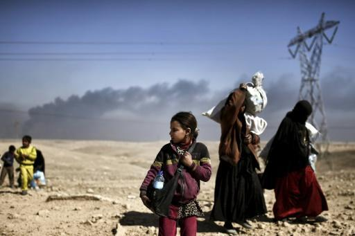 Civilians flee Mosul fighting as Iraq forces battle IS