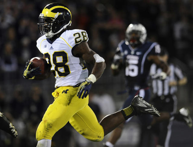 Michigan running back Fitzgerald Toussaint (28) runs for 35 yards to score a touchdown during the second half of an NCAA college football game against Connecticut at Rentschler Field, Saturday, Sept., 21, 2013, in East Hartford, Conn. (AP Photo/Jessica Hill)