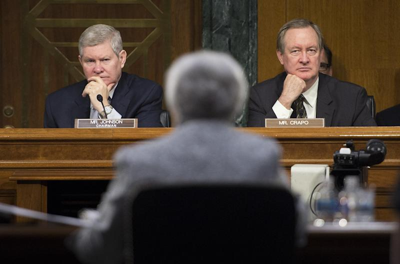 Senate Committee on Banking, Housing, and Urban Affairs Chairman Tim Johnson (L), and Ranking Member Senator Mike Crapo (R), listen as US Federal Reserve Chair Janet Yellen (C) testifies on Capitol Hill in Washington, DC, July 15, 2014 (AFP Photo/Jim Watson)