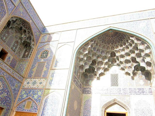 The blue exquisiteness of Sheikh Lutf Allah Mosque