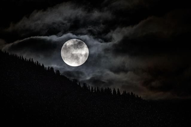 <p>The full moon can be seen over a forest near Garmisch-Partenkirchen, southern Germany on Jan. 31, 2018. (Photo: Angelika Warmuth/AFP/Getty Images) </p>